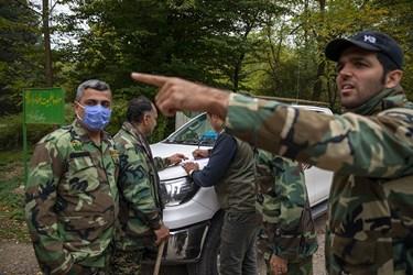 صبح روز 4 شنبه 14 آبان ماه گروه دیگری از جنگلبانان در حال اعزام به منطقه به صورت پیاده می باشند