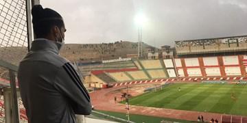 حاشیه بازی تراکتور با نفت مسجدسلیمان/ بارش باران و تگرگ و حضور شجاعی در جایگاه ورزشگاه یادگار امام(ره)