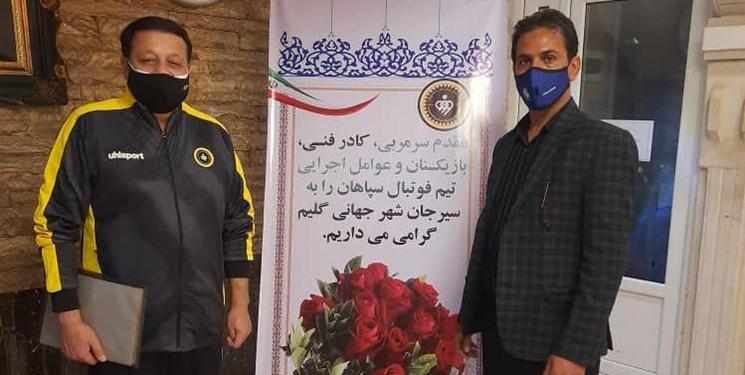 خوشآمدگویی سیرجانیها به اعضای تیم فوتبال سپاهان + عکس