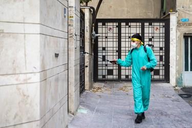 نیروهای مقاومت بسیج پایگاه فاطمیون مسجد وحدت تهران با حضور در محله علم و صنعت به ضدعفونی خیابانها و مراکز پرتردد شهری پرداختند.