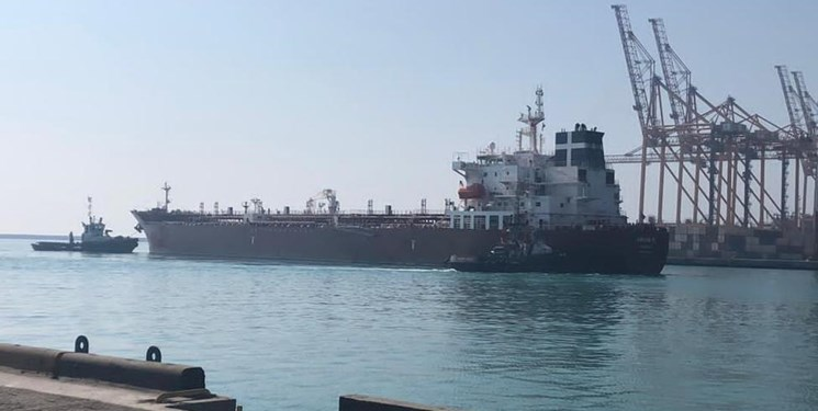 پهلوگیری کشتی ۴۲ هزار تنی روغن خام خوراکی در بندرعباس با ورود دستگاه قضایی