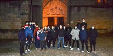 جوانان مسلمان فرانسه از کلیسا محافظت میکنند