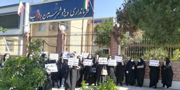 تجمع اعتراضآمیز مربیان پیشدبستانی در داراب/ مطالبهای که در گذر زمان رنگ نباخت