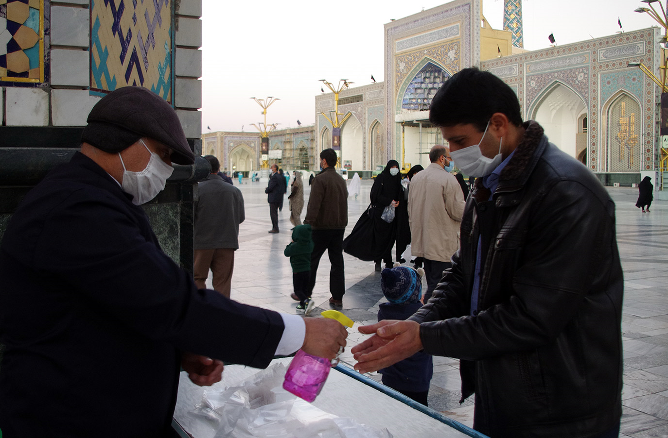 13990819000161 Test NewPhotoFree - تمهیدات شدید بهداشتی در حرم امام رضا (ع)+عکس