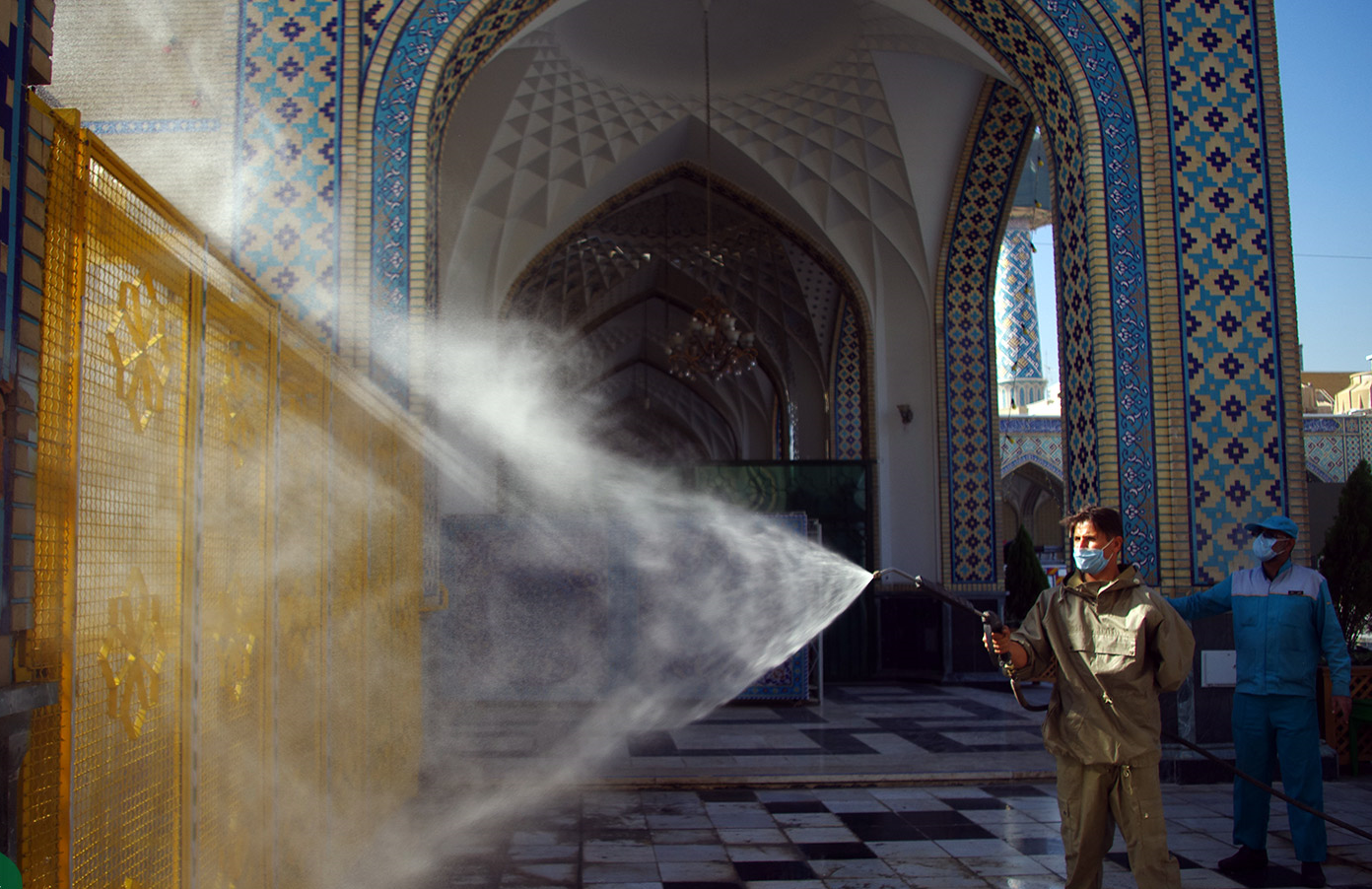 13990819000165 Test NewPhotoFree - تمهیدات شدید بهداشتی در حرم امام رضا (ع)+عکس