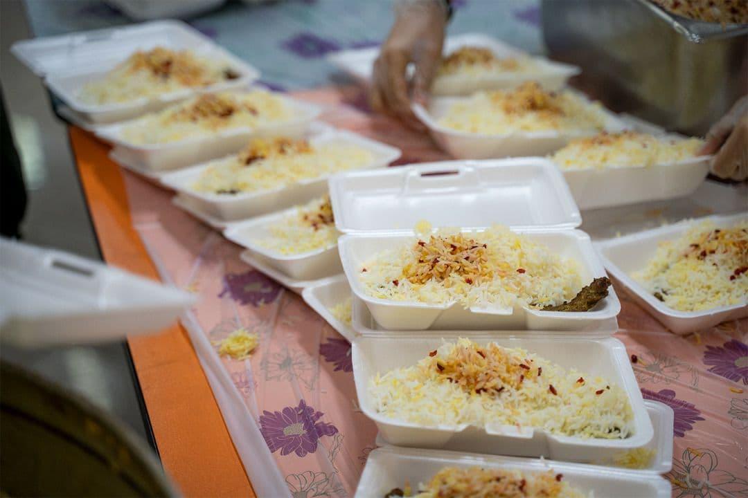 روایت غذاخانه مهرورزان؛ نیازمندان را پای سفره مهدوی نشانید!