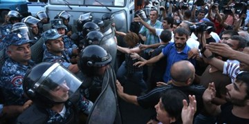 درگیری پلیس ارمنستان با معترضان به توافق قره باغ/ 130 نفر بازداشت شدند