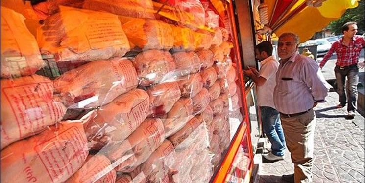 گزارش میدانی از بازار مرغ؛ تعزیرات: گران بفروشند برخورد میکنیم/ بازار: برای خودشان میگویند!