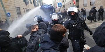 برخورد خشن پلیس با معترضان به محدودیتهای کرونایی در انگلیس و آلمان