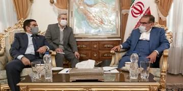 شمخانی: با هر مولفه ناامنی برهم زننده آرامش مردم ایران و عراق قاطعانه برخورد میکنیم
