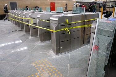 مسیر عبوری مسافران درحال آماده سازی در ایستگاه مترو  برج میلاد تهران