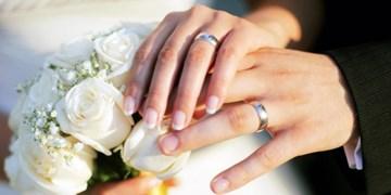 تقسیم شادی زوج جوان سمیرمی به سبک شب یلدایی+ تصویر
