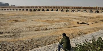 وجود ۱۶ کانون گرد و غبار در اصفهان/ فرونشست زمین و تشدید آلودگی هوا از تبعات خشکی زایندهرود