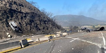 عکس| تصادف مرگبار تانکر در بزرگراه مکزیک با حداقل ۱۴ کشته
