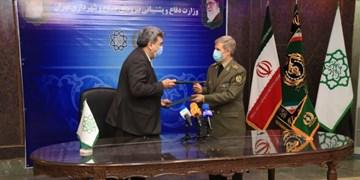 امضای تفاهمنامه وزارت دفاع و شهرداری تهران برای استفاده از تجهیزات اطفاء حریق