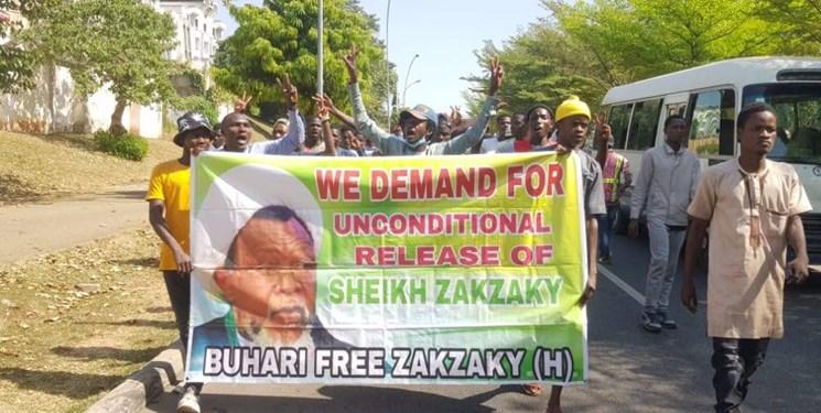 تصاویر  تداوم تظاهرات مردم در پایتخت نیجریه در حمایت از شیخ زکزاکی