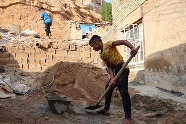 کمک ساکنین محله در بازسازی منازل مسکونی