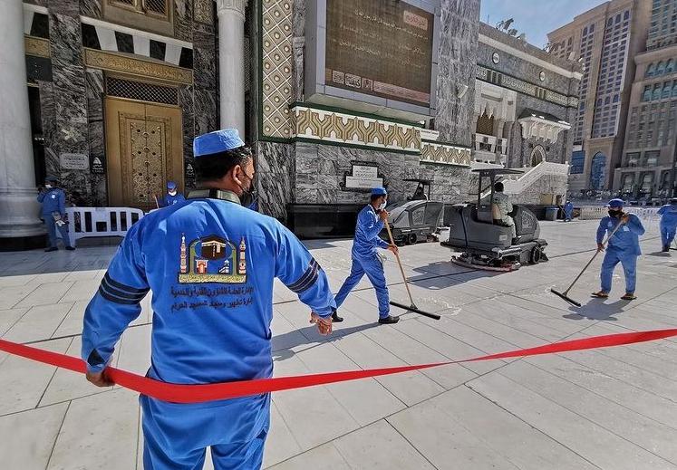 13990828000612 Test NewPhotoFree - ضدعفونی روزانه مسجدالحرام در ۴ نوبت + عکس