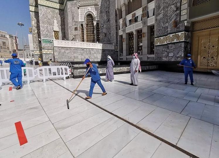 13990828000613 Test NewPhotoFree - ضدعفونی روزانه مسجدالحرام در ۴ نوبت + عکس