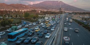 ترافیک در آزادراه کرج-تهران و محور شهریار/ افزایش تردد خودرو در جادهها