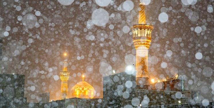 بارش برف پاییزی در حرم امام رضا (ع)+عکس