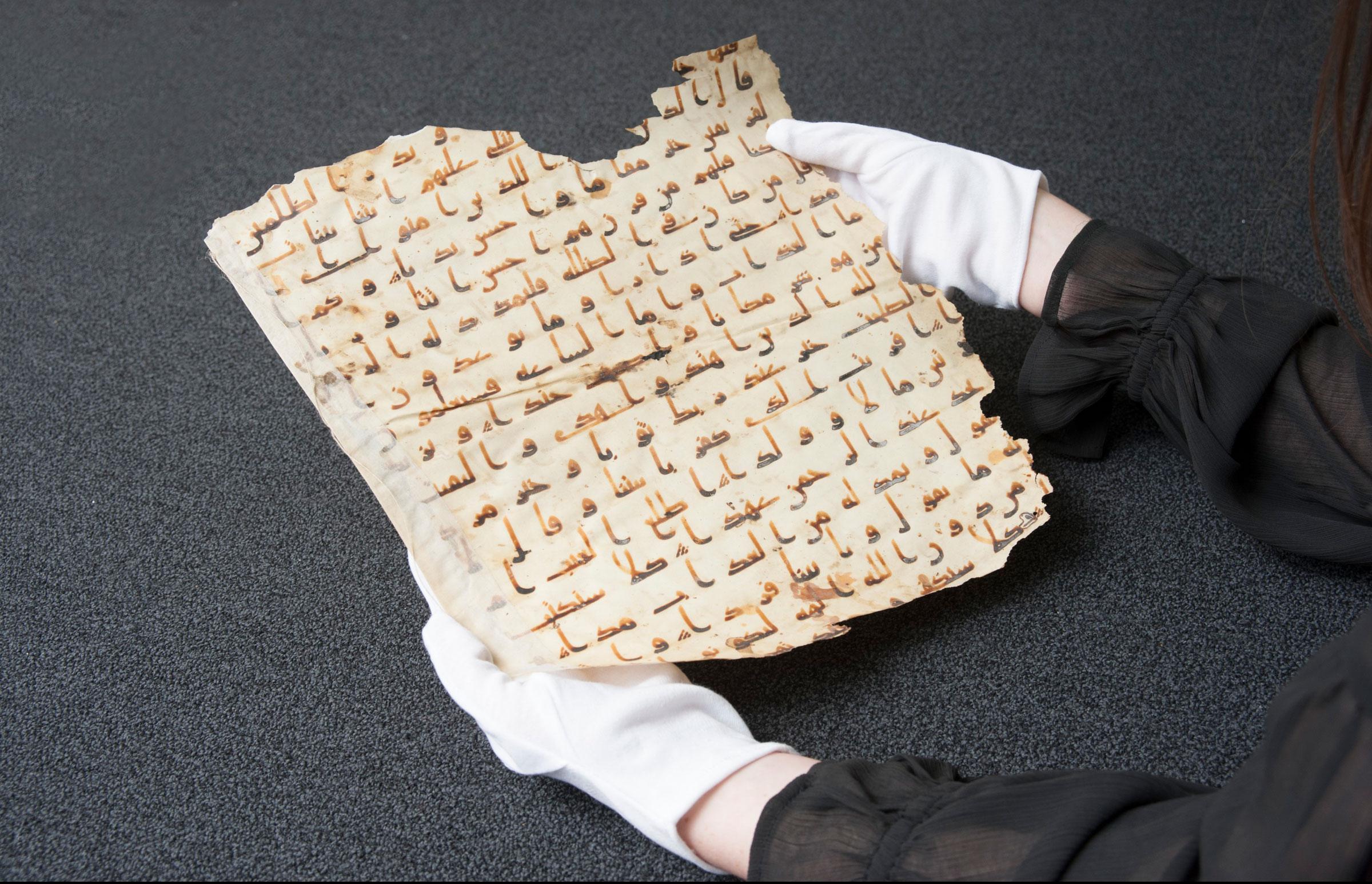 13990901000270 Test NewPhotoFree - برگی از قدیمیترین قرآن جهان حراج شد + تصاویر