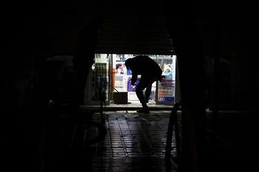 اصناف به دنبال محدودیتهای کرونایی در استان سمنان، مغازهها را در ساعت مقرر میبندند