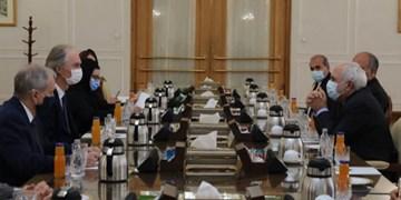 تأکید ظریف بر لغو تحریمهای ظالمانه علیه دولت و مردم سوریه به ویژٰه در شرایط شیوع کرونا