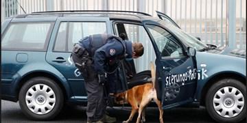 عکس| هجوم یک خودرو به در ورودی ساختمان صدراعظمی آلمان