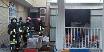 آتشسوزی انبار کالا پزشکی در خیابان پوستچی شیراز