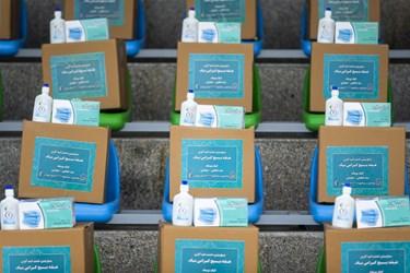 ماسک و الکلهای اهدایی بسیج در آیین رونمایی از طرحهای خدماترسانی بسیج