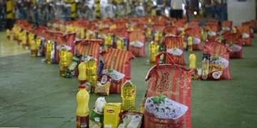 تداوم رزمایش کمک مومنانه در شهرستان پارس آباد/ توزیع بستههای معیشتی در ایام عید فطر