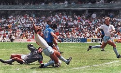 فیلم/گل قرن فوتبال جهان؛ دریبل زنی مارادونا و طی  مسافت 68 متر