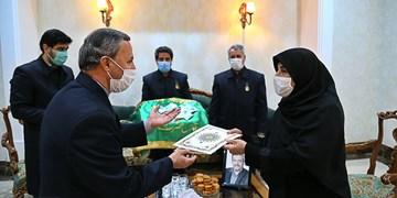 ادای احترام  خادمان حضرت عبدالعظیم به هفت خانواده شهدای مدافع سلامت