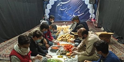 توزیع ۱۰۰۰ ساندویچ میان کارتنخوابهای شیراز