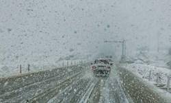 برف و باران در محورهای 24 استان و انسداد 13 جاده/ترافیک راهها کمتر شد