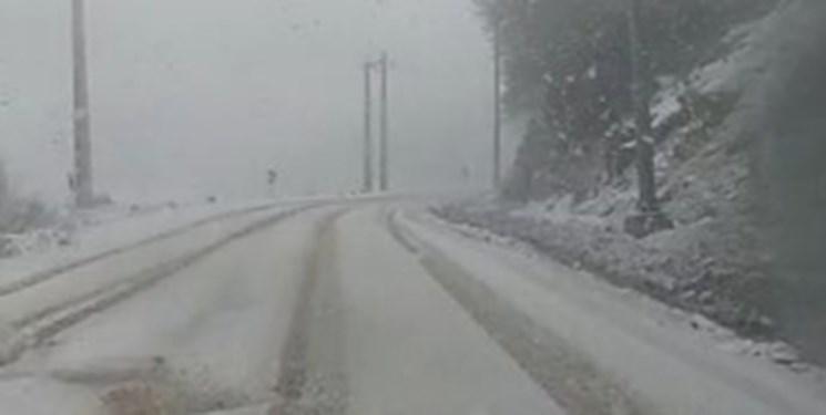 سفیدپوش شدن جادههای شمال/تردد بدون زنجیرچرخ امکانپذیر نیست