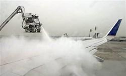 فیلم/ عملیات یخزدایی  هواپیما و باند در فرودگاه تبریز