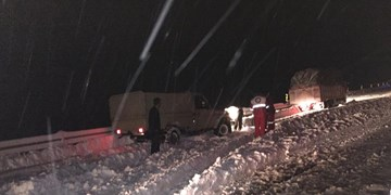 امدادرسانی به ۵۰ خودروی گرفتار در برف در گردنه چری