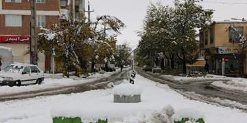 برف راه ۱۲۰ روستای سقز را مسدود کرد/ تردد در  محورهای اصلی با زنجیر چرخ امکانپذیر است