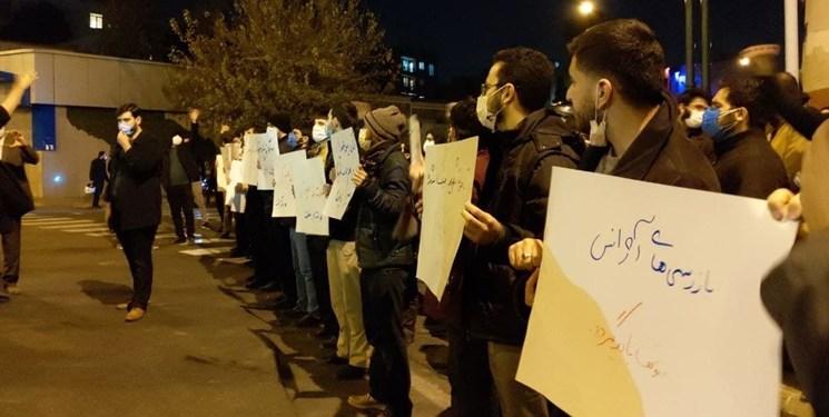 تجمع دانشجویان مقابل نهاد ریاست جمهوری و شورای عالی امنیت ملی در پی شهادت محسن فخریزاده