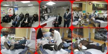 مشارکت ۳۰۰۰ استاد بسیجی دانشگاه آزاد در پویش اهدای خون