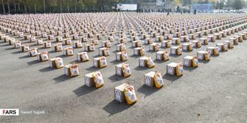 اجرای سومین مرحله از رزمایش همدلی مومنانه پلیس تهران/توزیع ۲ هزار بسته غذایی