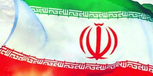 اهدای نمادین پرچم ایران به تلاشگران عرصه گام دوم انقلاب/ جوانهایی که برای پیشرفت گام برداشتهاند
