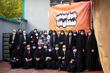 عکس یادگاری بانوان جهادی بنیاد فضل شهیدان رستمی