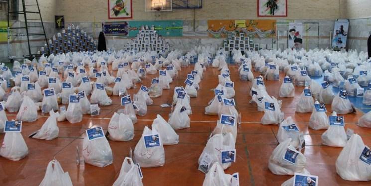 غیرت بسیجی در میدان کرونا/ از کمک به نیازمندان تا محلهگردی برای بیماران