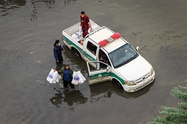 کمک های مردمی و بسیج به سیل زدگان - اهواز