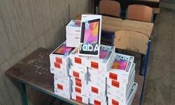 توزیع ۲۲۱ دستگاه گوشی و تبلت بین دانش آموزان نیازمند ایلامی