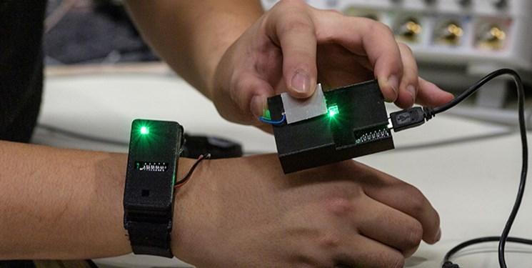 دستگاهی که  دادهها را با نوک انگشتان از درون بدن به محیط بیرون منتقل میکند