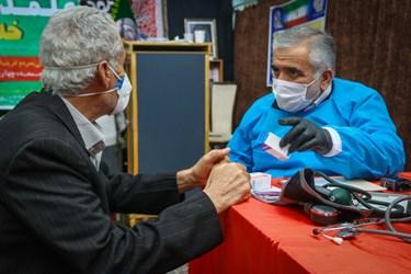 ویزیت و معاینه رایگان حدود 100 نفر مراجعه کننده در روز توسط پزشکان عمومی و تخصصی
